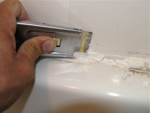 removing bathtub caulk